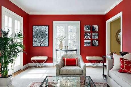 55- Você pode misturar cores de tintas quentes e frias para balancear as energias da sala.