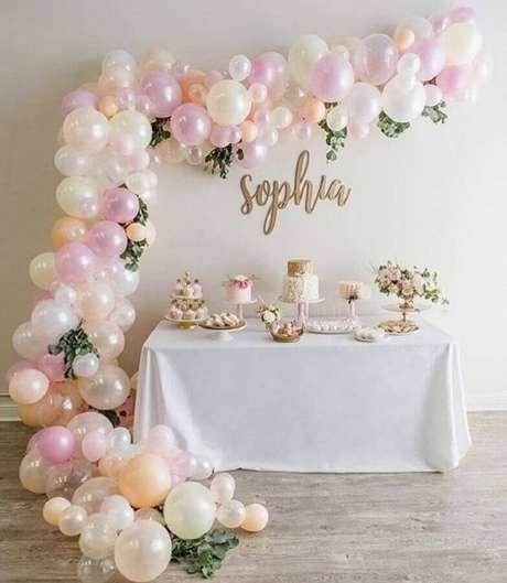 5. É possível fazer uma linda decoração de mesversário sem usar um tema especifico – Foto: Pinterest