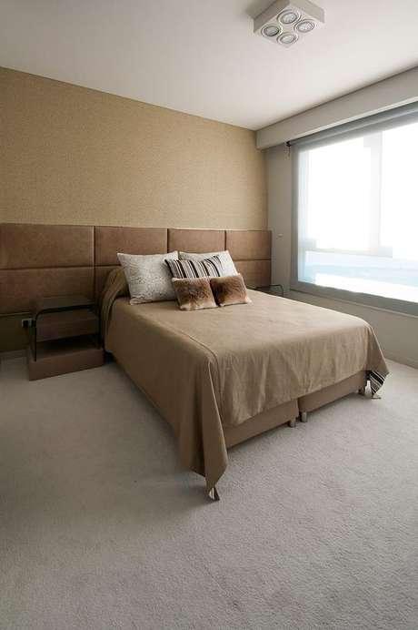 34- Tons de marrom e bege são ideais para cores de parede no quarto de casal. Projeto de Estúdio Sespede.