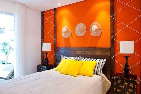 18- Para cores de tintas de paredes de casas de praia, escolha o laranja! Projeto de Pepita Vidal Bacchin