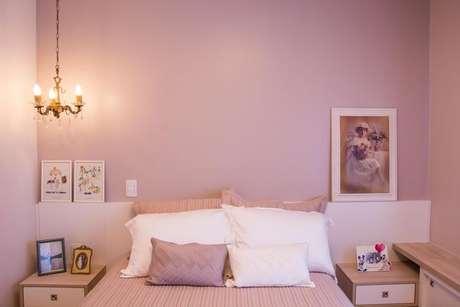 29- As cores de parede nos tons de rosa são delicadas e harmoniosas. Projeto de Camila Chalon.