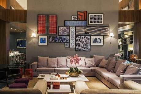 33- Combine os cinzas com cores de tintas mais vivas para destacar as cores de parede. Projeto de Conceição Estrela Pinto.