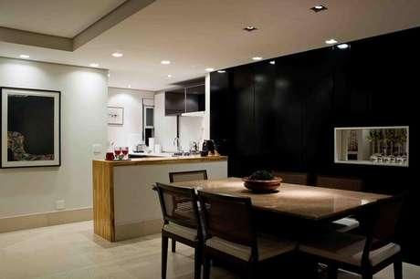 36- O preto é uma das cores de parede com mais personalidade. Ideal para ambientes grandes. Projeto de Karen Pisacane.