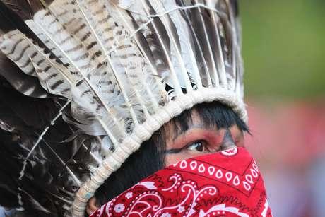 Manifestantes indígenas e simptizantes da causa, em Campanha Nacional conta a Medida Provisória 870/19 que concede poder ao Ministério da Agricultura a demarcar e delimitar Terras Indígenas, realizado na Avenida Paulista, regiao central de São Paulo