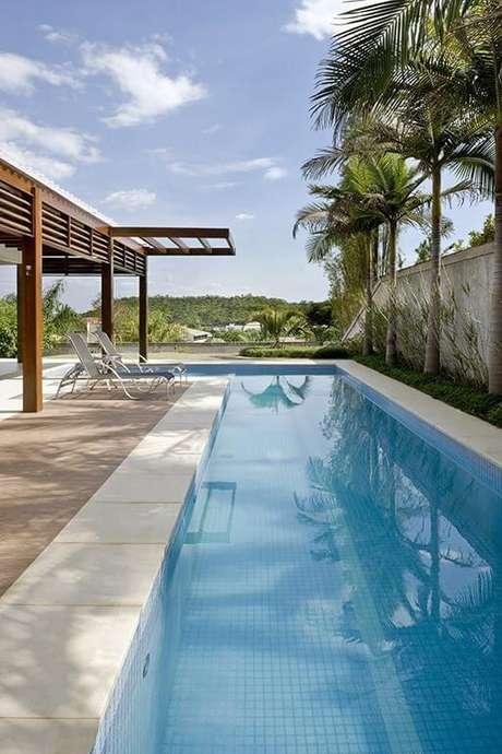 97. Pergolado de madeira na entrada da piscina em casa moderna – Foto: DG Arquitetura1