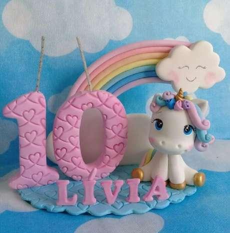 64. O topo do bolo mesversário também precisa entrar no tema da festa – Foto: Miart Biscuit
