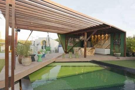 70. Varanda verde decorada pergolado de madeira – Foto: Casa Cor Ceará 17