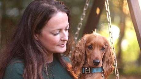 Fiona con su mascota
