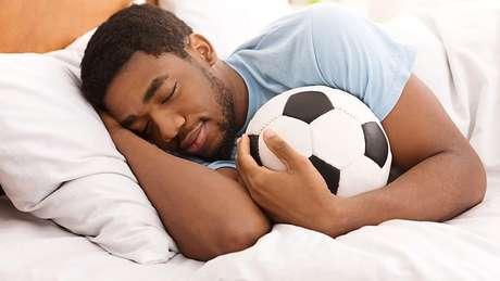 Alguns especialistas questionam a necessidade de os adultos dormirem de 6 a 8 horas todos os dias