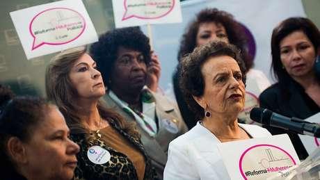 Deputadas que já possuem mandato querem aprovar lei para reservar 30% das vagas da Câmara a mulheres. Atualmente, partidos precisam preencher 30% das candidaturas com mulheres, mas não há cota de assentos no Congresso