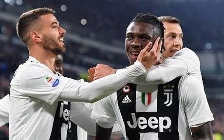 Moise Kean (à frente) foi o grande nome da vitória da Juve sobre a Udinese