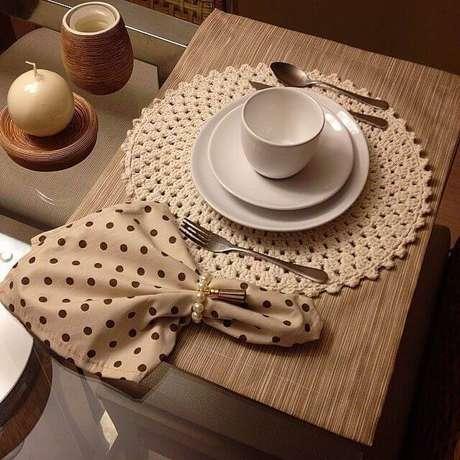 13. O jogo americano de tecido e guardanapo temático trazem mais charme para a decoração da mesa.