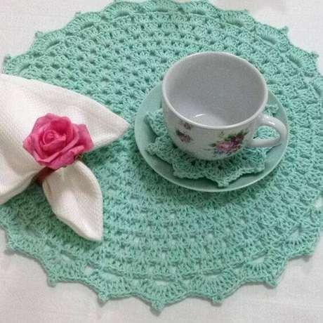 33. O verde água também é uma opção muito delicada, quando combinada com o padrão floral.