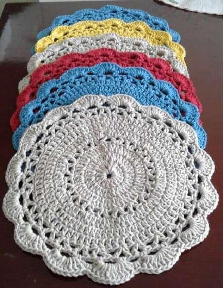 45-O fios mais grossos são ideais para fazer jogos de sousplat de crochê com pontos fechados. Fonte: DcoreVocê