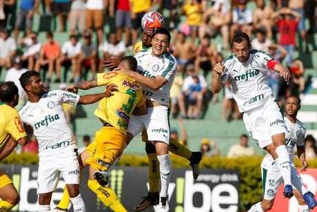 Thiago Santos, do Palmeiras, durante partida contra o Mirassol, válida pela 10ª rodada do Campeonato Paulista 2019, no Estádio José Maria dos Campos Maia, na cidade de Mirassol (SP), neste sábado, 09