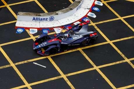 Sam Bird após vitória na etapa de Hong Kong da Fórmula E.