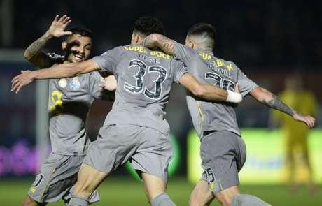 Pepe marcou o gol da virada para o Porto neste domingo (Foto: MIGUEL RIOPA/AFP)