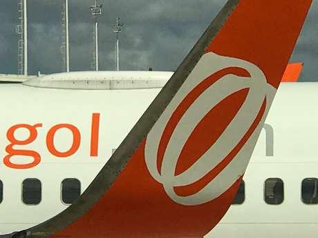 Logo da Gol em aeronave da companhia aérea no aeroporto de Natal 23/11/2018 REUTERS/Paulo Whitaker