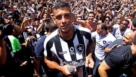 Diego Souza foi apresentado à torcida no último sábado, em General Severiano (Foto: Vitor Silva / SS Press / BFR)