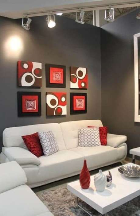 3. Utilize cores neutras como base em ambientes com detalhes em tons de vermelho – Foto: Pinosy