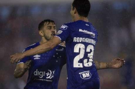O time celeste estreou com vitória na Libertadores, vencendo o Huracán-ARG, em Buenos Aires, se tornando líder do grupo- (Foto: Juan MABROMATA / AFP)