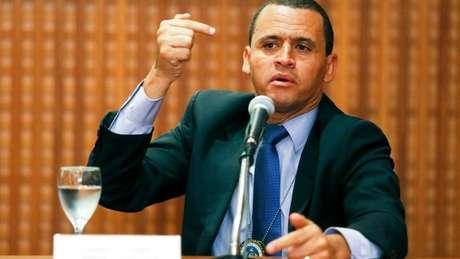 """Segundo o delegado Giniton Lages, um dos acusados, Lessa, tem """"obsessão por personalidades que militam à esquerda"""""""