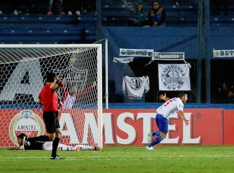 Gonzalo Bergessio comemora o gol da vitória