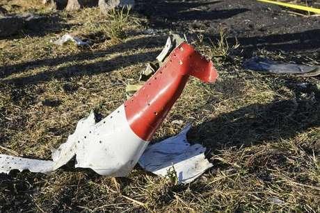 Destroços de avião da Ethiopian Airlines que caiu perto de Adis Abeba
