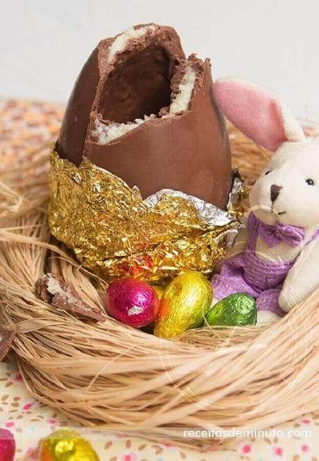 6. Delicioso ovo de páscoa trufado com recheio prestígio – Foto: Receitas de Minuto