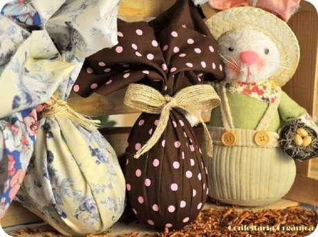 34. O ovo de páscoa também pode ajudar a compor a decoração – Foto: Confeitaria Orgânica