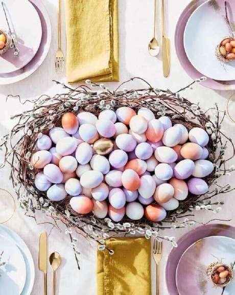 15. Utilize mini ovos de páscoa para compor a decoração de páscoa de sua mesa – Foto: Kika Junqueira