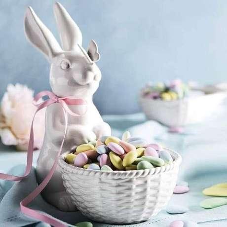 37. Ideias para páscoa decorada com coelhos de louça – Foto: Williams Sonoma