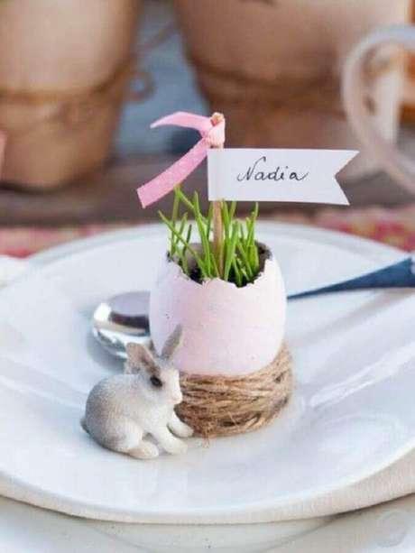 42. Delicada decoração de páscoa com vasinho feito com casca de ovo – Foto: PaperCrafter Magazine