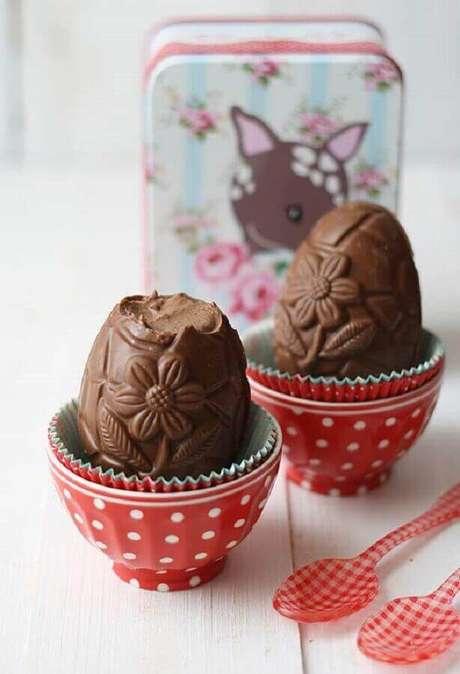 65. Mini ovo de páscoa recheado e com desenhos em relevo – Foto: Pinterest