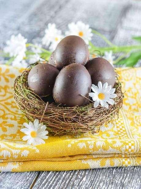 91. Ovo de páscoa pequeno dentro de cestinha rústica – Foto: A Virtual Vegan