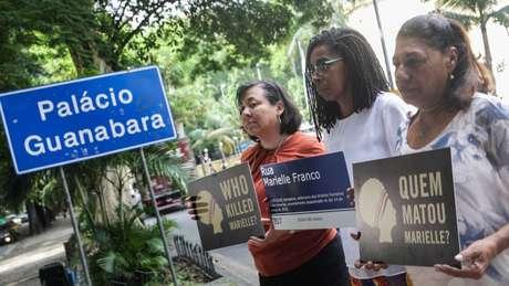"""""""É uma dor que você tem todo dia, toda hora"""", diz Marinete da Silva (à dir.), mãe da vereadora Marielle Franco"""