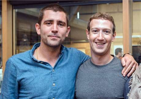 Chris Cox (esq.) decidiu deixar o Facebook após 13 anos