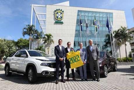 Edu Gaspar, Antonio Filosa, Rogério Caboclo e Tite em frente à sede da CBF