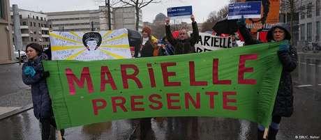 Mais de cem pessoas participaram do protesto em Berlim, segundo a polícia