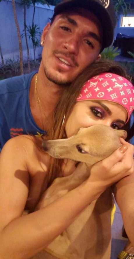 Medina e Anitta já haviam aparecido agarradinhos durante o carnaval (Foto: Reprodução/Instagram)