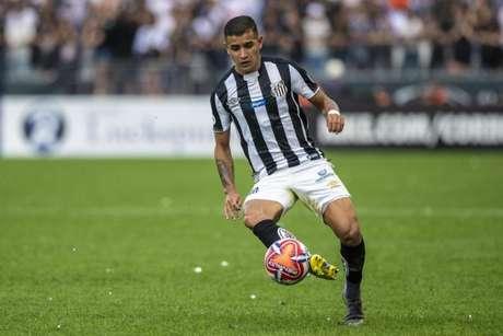 Derlis González será desfalque do Santos no início do mata-mata (Foto: Richard Callis/Fotoarena/Lancepress!)