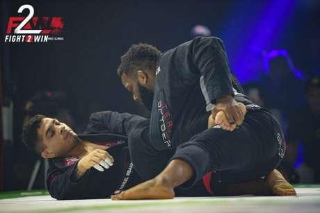 Manuel Ribamar venceu DJ Jackson na superluta do Fight To Win em Dallas (Foto: Mike Calimbas/ Fight to Win)