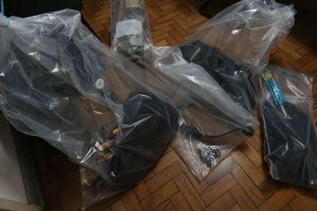 Armas que foram utilizadas em um ataque na Escola Estadual Raul Brasil, em Suzano, na Grande São Paulo, nesta quarta-feira (13)
