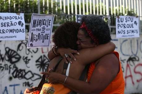 Mulheres participam de ato em homenagem à vereadora assassinada Marielle Franco; crime completa um ano nesta quinta (14)
