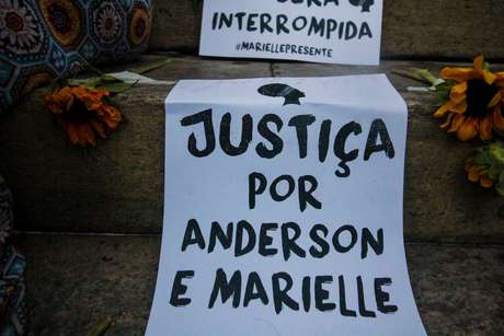 Ato na Cinelândia marcou um ano do assassinato de Marielle Franco e Anderson Gomes