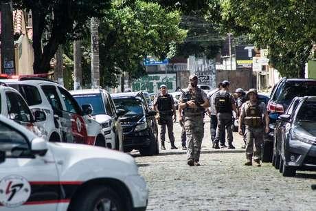 Dois bandidos invadiram a Escola Estadual Raul Brasil e atiraram contra alunos e funcionarios, deixando 7 pessoas mortas e 17 feridos, localizado na Rua Otavio Miguel da Silva, 52 - Parque Suzano, em Suzano, cidade da Grande Sao Paulo