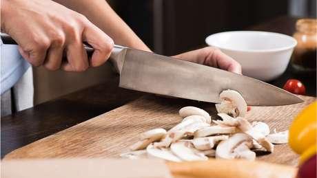 James Pickett, da Sociedade Britânica do Alzheimer, diz que casos de demência podem ser prevenidos com mudanças no estilo de vida, incluindo a alimentação