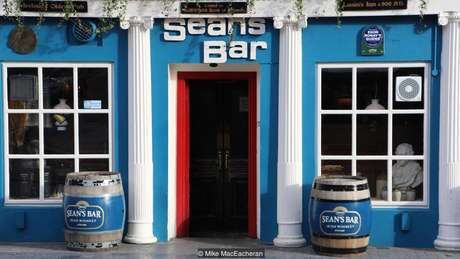 O Sean's Bar em Athlone, na Irlanda, serve bebidas há 1.100 anos