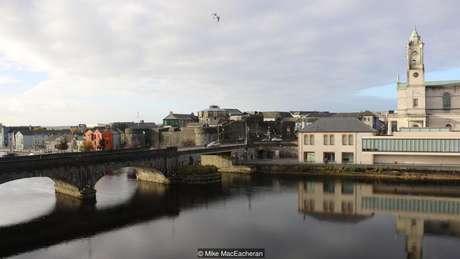 O Sean's Bar está intrinsecamente associado a lendas sobre o famoso rio Shannon da Irlanda