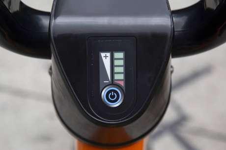 Bicicletas elétricas permitem o aumento e a redução de velocidade em um visor no guidão